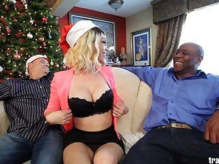 عيد الميلاد مكعباني شبيه بالمكعب المشهد مع جميلة المتحولين جنسيا