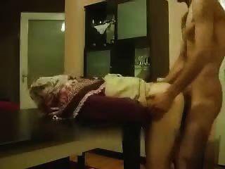 فتاة الهواة العربية الحصول عليه من وراء على الطاولة
