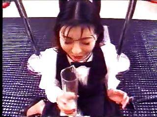 اليابانية فتاة المشروبات الكثير من نائب الرئيس