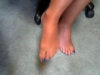 سيدة الساخنة و قدمها مثير 1