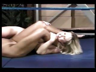 مصارعة حلقة عارية