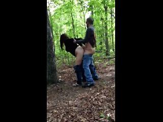 اللعنة الساخنة # 205 في الغابة مع زوجة غير مخلصة (كوغار)