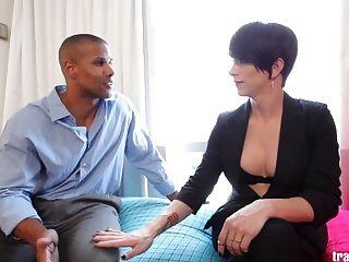 رائع المتحولين جنسيا نينا لوليس يحصل مارس الجنس