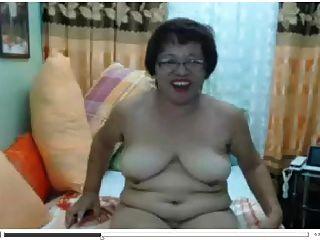 فليبينا الآسيوية ناضجة مادورا أوما مع نظارات