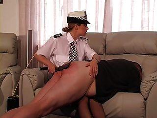 أنثى، أوك، ضابط شرطة، يعاقب، أيضا، قصب، غاي