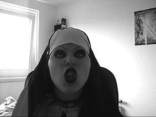 مثير راهبة شريرة ليبسينس