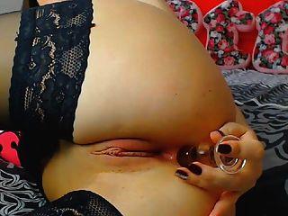 قرنية امرأة سمراء وقحة الملاعين لها كس الرطب مع دسار إلى النشوة