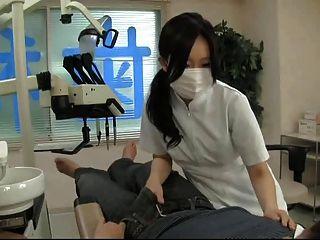 أحب طبيب الأسنان