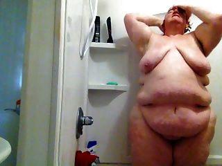 الدهون وقحة في الحمام