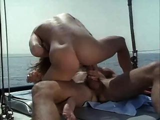 الجنس على متن قارب