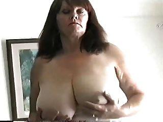 ناضجة جبهة مورو مع كبير الثدي فرك لها كس