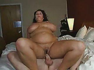 كبير الثدي سواي كما هي ريديس لها رجل