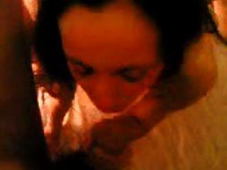 سمراء اليونانية عاهرة سكريمز على الساخن الثلاثي الشرج الداعر