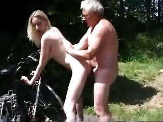 راكب الدراجة النارية، طلب المساعدة، حتى، الرجل الكبير في السن