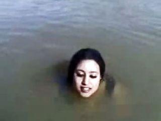 سودانيز السباحة fukker1.