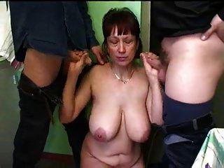 الروسية ناضجة أمي محلية الصنع تحول جنسى
