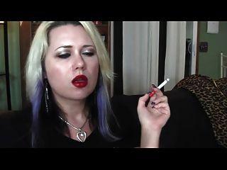أحمر الشفاه والتدخين