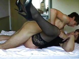 كبير حلمة الثدي ناضجة يحصل مارس الجنس و فاسياليد من قبل الرجل الأصغر سنا