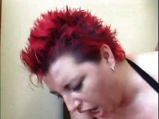 ريان أحمر الشعر نساء في شرجي عمل