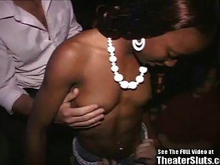 رياضي أسود كتكوت دمر في الإباحية مسرح!