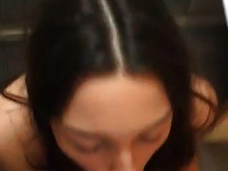 سمراء جميلة يحصل على كبير ديك بيضاء الوجه