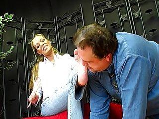 الألمانية فيمدوم سيدة جوان و لها قدم الرقيق 1