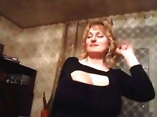 الرقص جبهة مورو مع ضخم الثدي