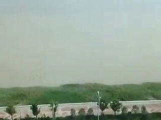 سخيف الآسيوية (الماليزية) فرنك غيني في الشرفة
