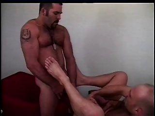 اثنين من الرجال الساخنة اللعنة بعضها البعض من الصعب جدا
