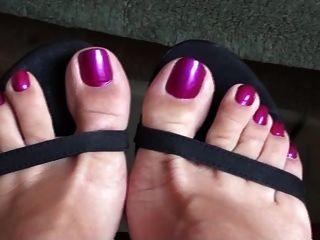 جوي لأقدامها
