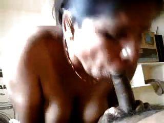 مثير الهندي عمتي تفعل اليد و اللسان إلى شريكها