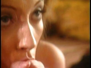 قرنية هوتي يحصل بوسها ضخها من قبل الديك الكبير