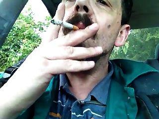 التدخين والركوب في السيارة
