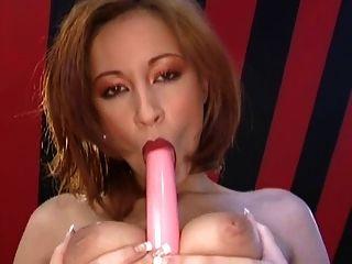 مفلس امرأة سمراء كارمن يلعب مع بوسها