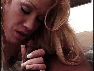 حار شقراء يحصل لها جميل وجه مارس الجنس بواسطة شاب غاي
