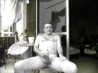 جار يراقبني عارية عارية
