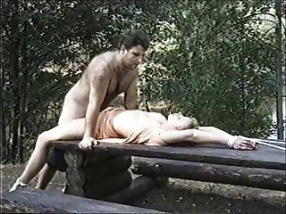 السويدية عبودية المثيرة في الغابة