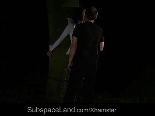 ناتالي ملزمة في الغابة في الليل و مارس الجنس