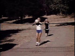 خادمة أمريكية صغيرة عام 1986