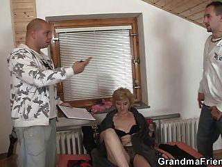 الجنس ولعب اطفال و اثنين الديوك ل المشاغب الجدة