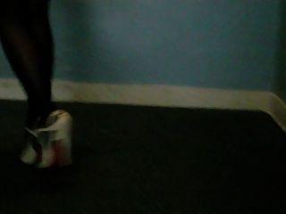 أحذية عالية الكعب الصنادل والنايلون
