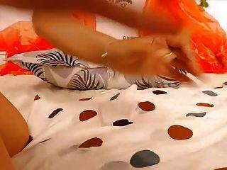 فتاة أصابع ولعب مع لها كس ضخم بخ عرض