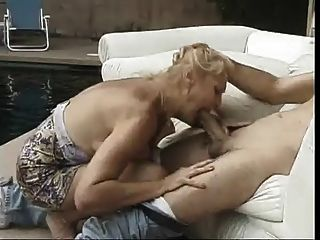 كبير تيتد أسد امريكي هو الحصول على كس يمسح من قبل الديك سميكة