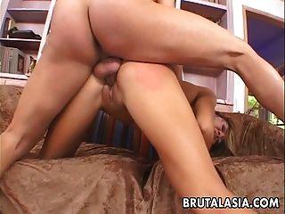 الآسيوية الفرخ الحمار و الوجه مارس الجنس