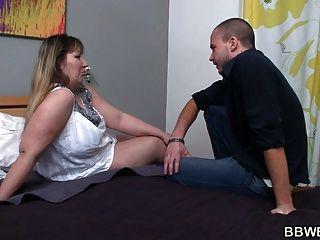 الرجل يدعو الدهون سيدة إلى اللعنة