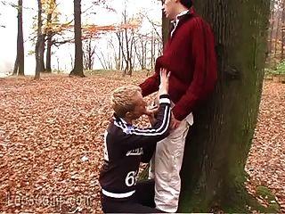 ليود مثلي الجنس الجيران النزول والقذرة في الغابة
