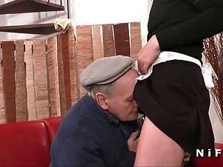 الفرنسية خادمة مارس الجنس من الصعب في 3some مع بابي