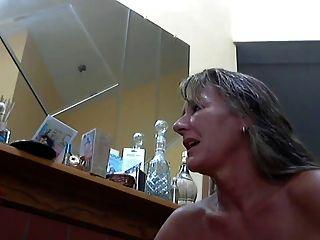 سيدة الساخنة و قدمها مثير 8