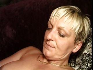 امرأة ناضجة مارس الجنس من الصعب 2