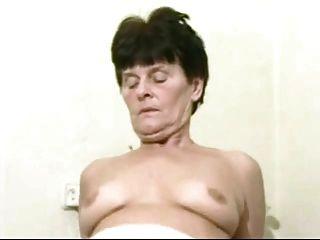 ناضجة جدة لاندلاي يستيقظ لها شابة لودجر مع اللعنة